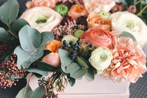 Zuschnittbeispiel_white-orange-and-green-floral-bouquet-decor-931158